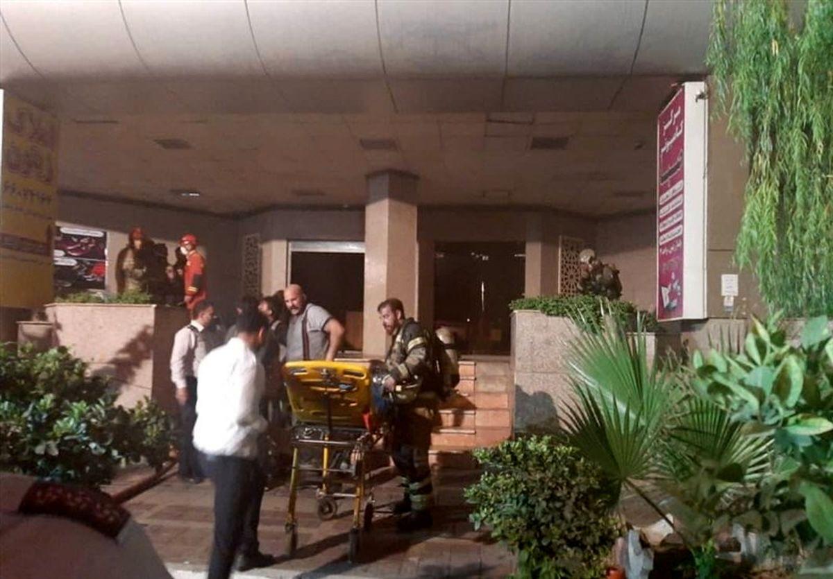 آتشسوزی در برج 17 طبقه؛ مصدومان به مراکز درمانی منتقل شدند